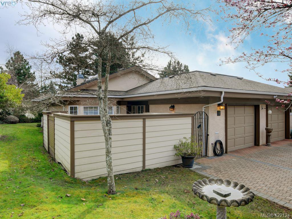 Main Photo: 1 901 Kentwood Lane in VICTORIA: SE Broadmead Row/Townhouse for sale (Saanich East)  : MLS®# 422124