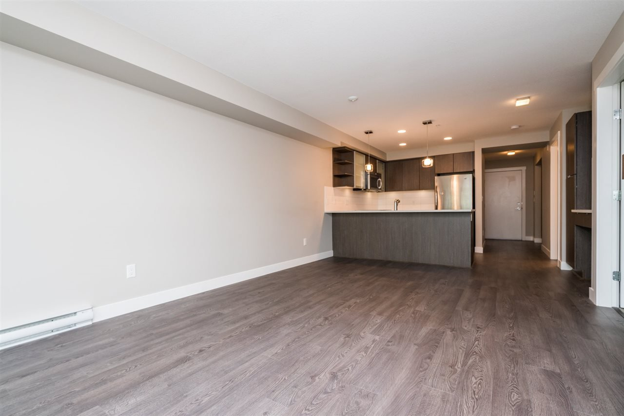 """Photo 4: Photos: 204 19936 56 Avenue in Langley: Langley City Condo for sale in """"BEARING POINTE"""" : MLS®# R2165061"""