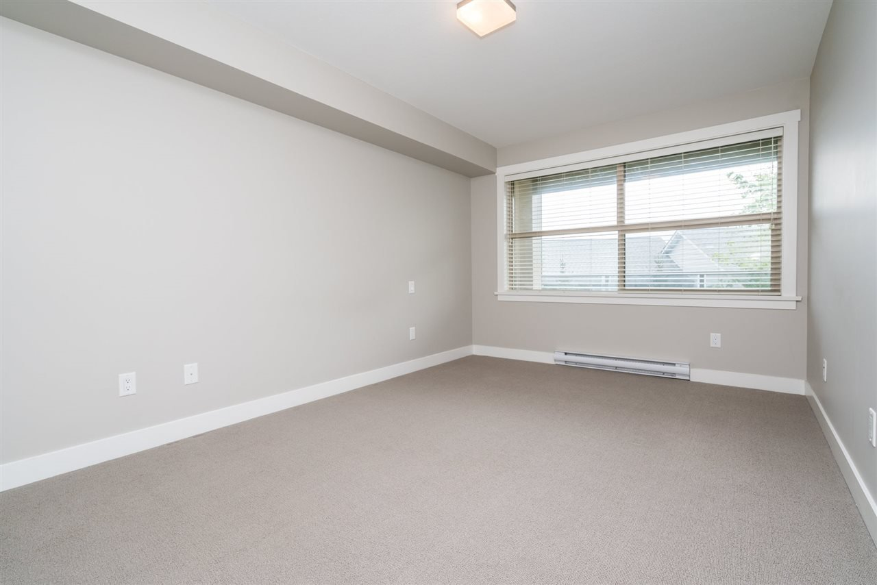 """Photo 9: Photos: 204 19936 56 Avenue in Langley: Langley City Condo for sale in """"BEARING POINTE"""" : MLS®# R2165061"""
