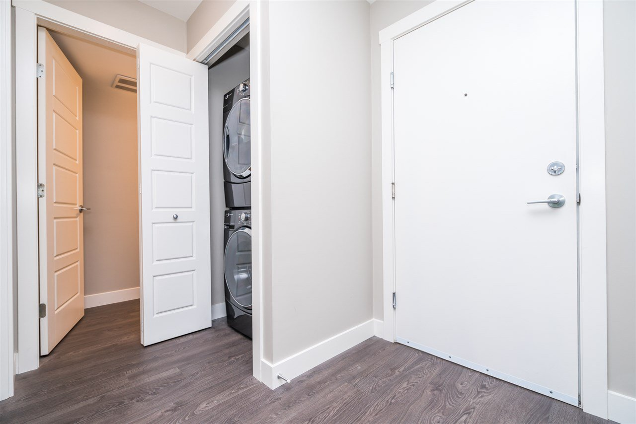 """Photo 14: Photos: 204 19936 56 Avenue in Langley: Langley City Condo for sale in """"BEARING POINTE"""" : MLS®# R2165061"""