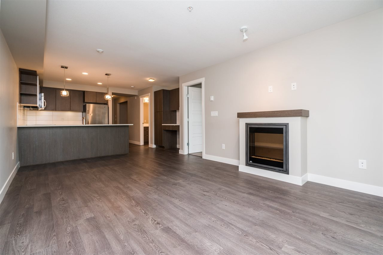 """Main Photo: 204 19936 56 Avenue in Langley: Langley City Condo for sale in """"BEARING POINTE"""" : MLS®# R2165061"""