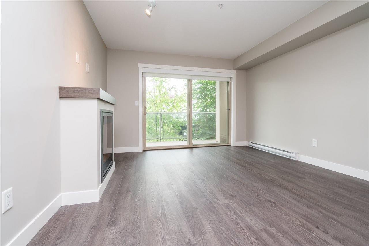 """Photo 8: Photos: 204 19936 56 Avenue in Langley: Langley City Condo for sale in """"BEARING POINTE"""" : MLS®# R2165061"""