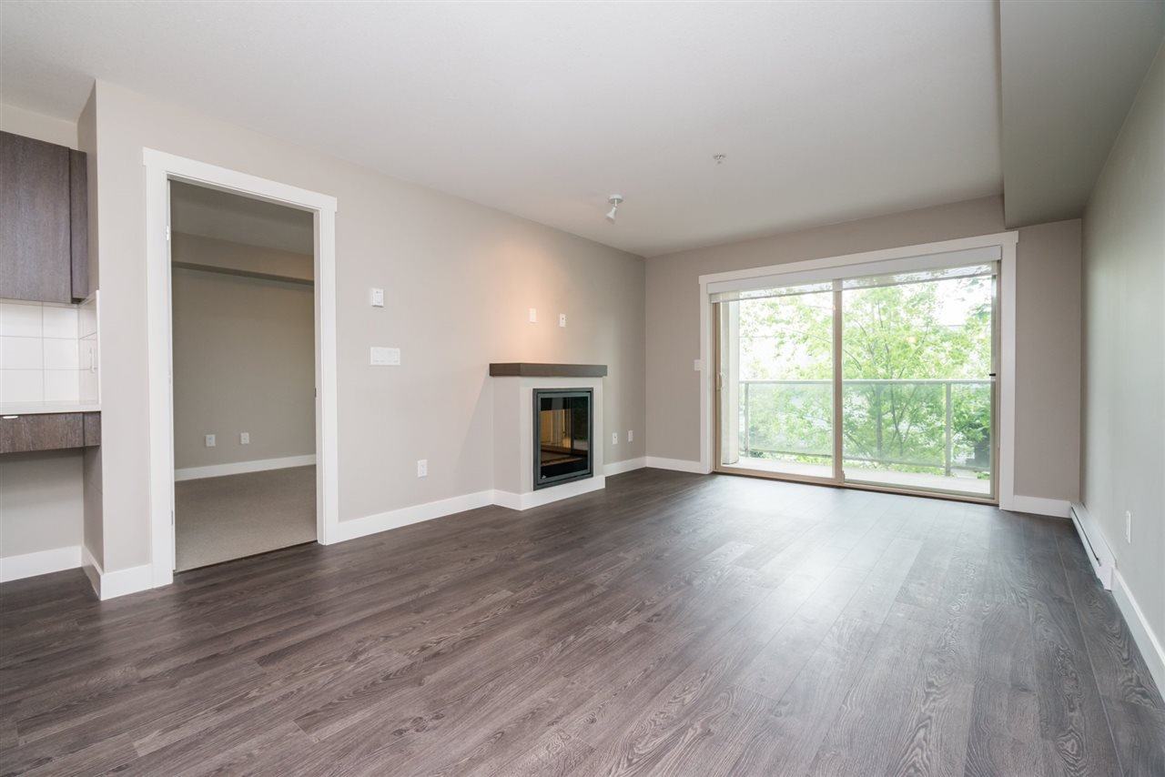 """Photo 7: Photos: 204 19936 56 Avenue in Langley: Langley City Condo for sale in """"BEARING POINTE"""" : MLS®# R2165061"""