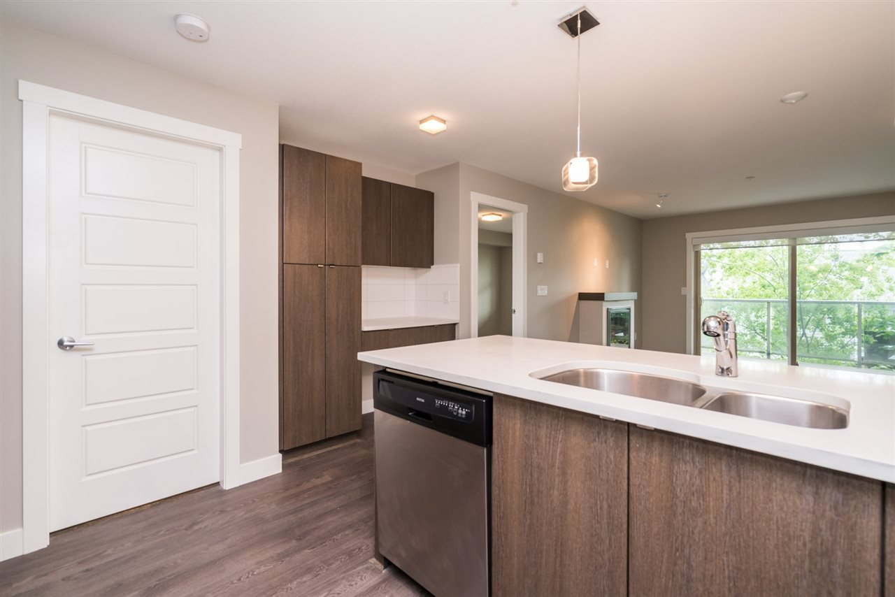 """Photo 6: Photos: 204 19936 56 Avenue in Langley: Langley City Condo for sale in """"BEARING POINTE"""" : MLS®# R2165061"""