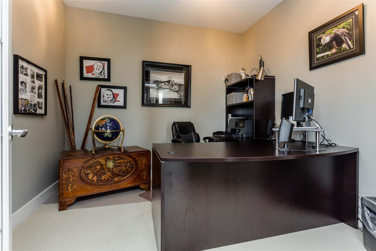 """Photo 10: Photos: 202 16447 64 Avenue in Surrey: Cloverdale BC Condo for sale in """"St. Andrew's"""" (Cloverdale)  : MLS®# R2184121"""