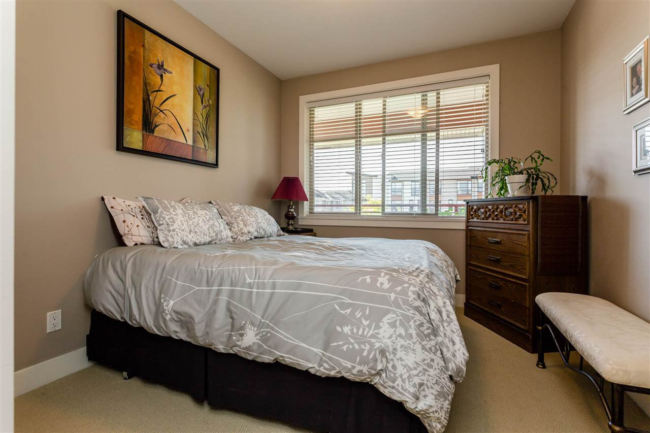 """Photo 12: Photos: 202 16447 64 Avenue in Surrey: Cloverdale BC Condo for sale in """"St. Andrew's"""" (Cloverdale)  : MLS®# R2184121"""