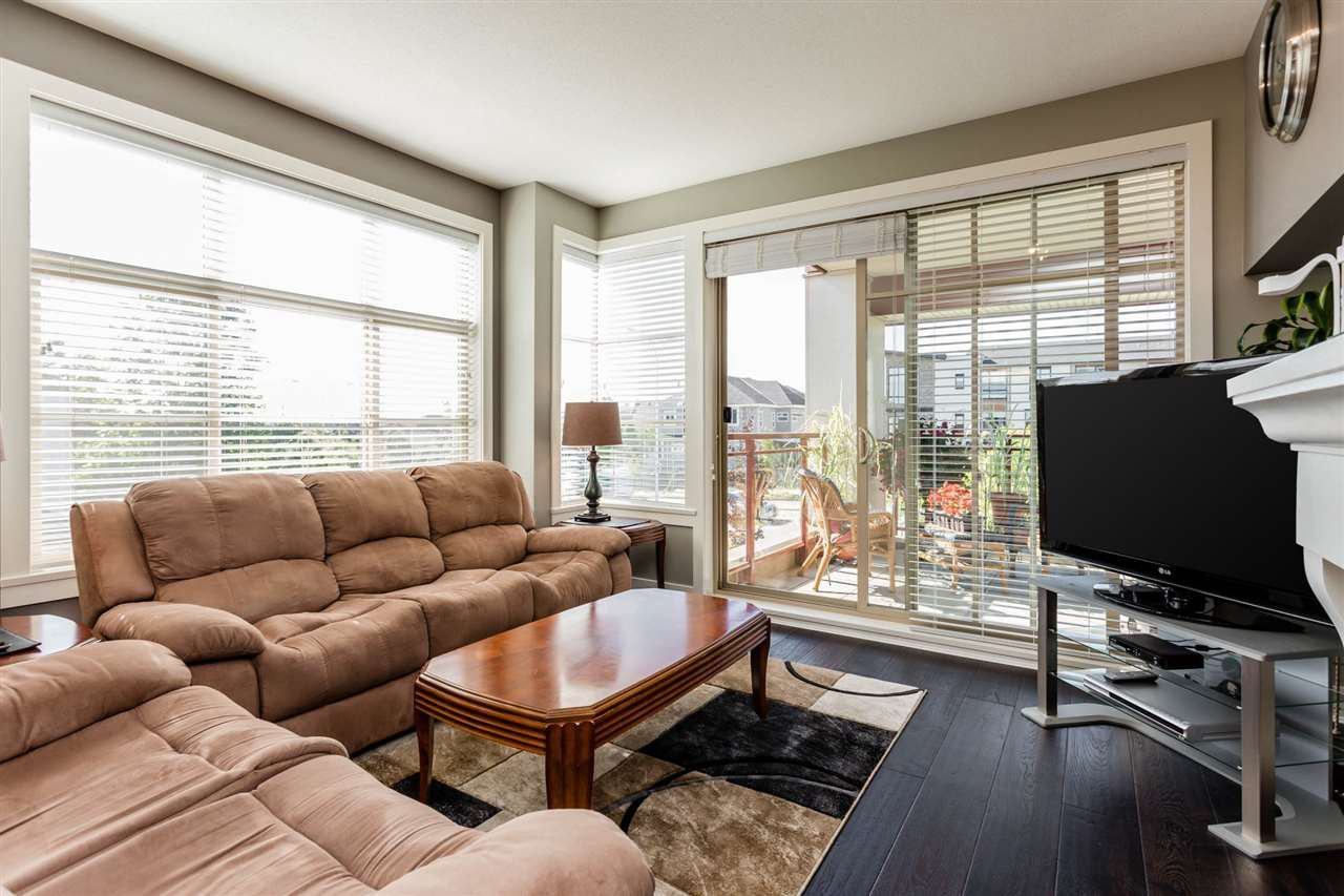 """Photo 8: Photos: 202 16447 64 Avenue in Surrey: Cloverdale BC Condo for sale in """"St. Andrew's"""" (Cloverdale)  : MLS®# R2184121"""