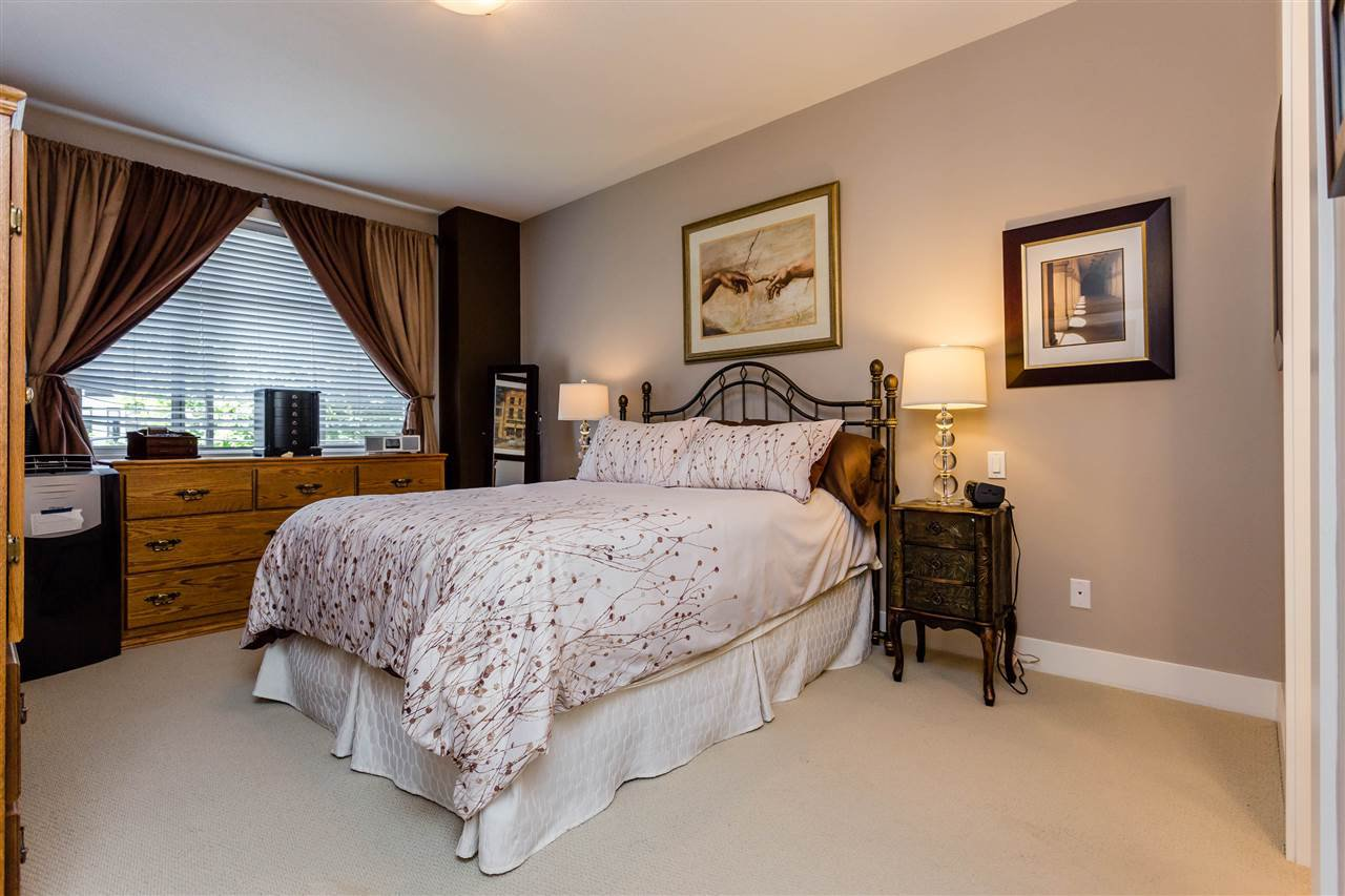"""Photo 11: Photos: 202 16447 64 Avenue in Surrey: Cloverdale BC Condo for sale in """"St. Andrew's"""" (Cloverdale)  : MLS®# R2184121"""