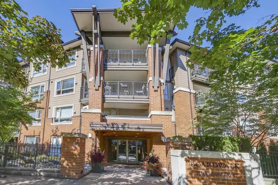 "Main Photo: 221 700 KLAHANIE Drive in Port Moody: Port Moody Centre Condo for sale in ""Boardwalk"" : MLS®# R2206662"
