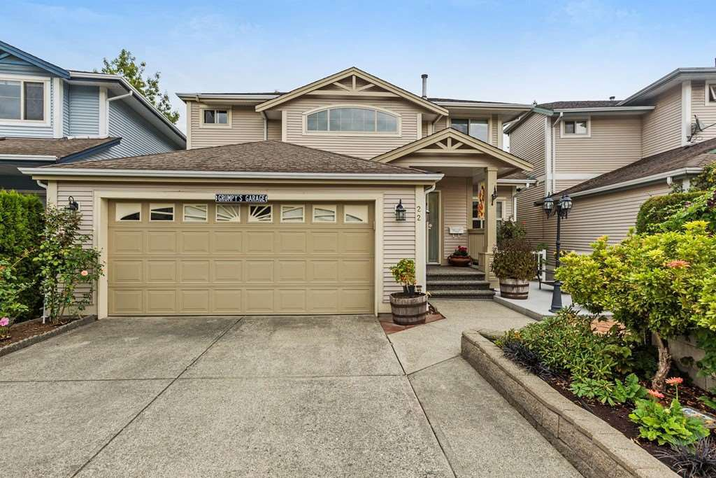 "Main Photo: 22 8675 209 Street in Langley: Walnut Grove House for sale in ""Sycamores"" : MLS®# R2213664"