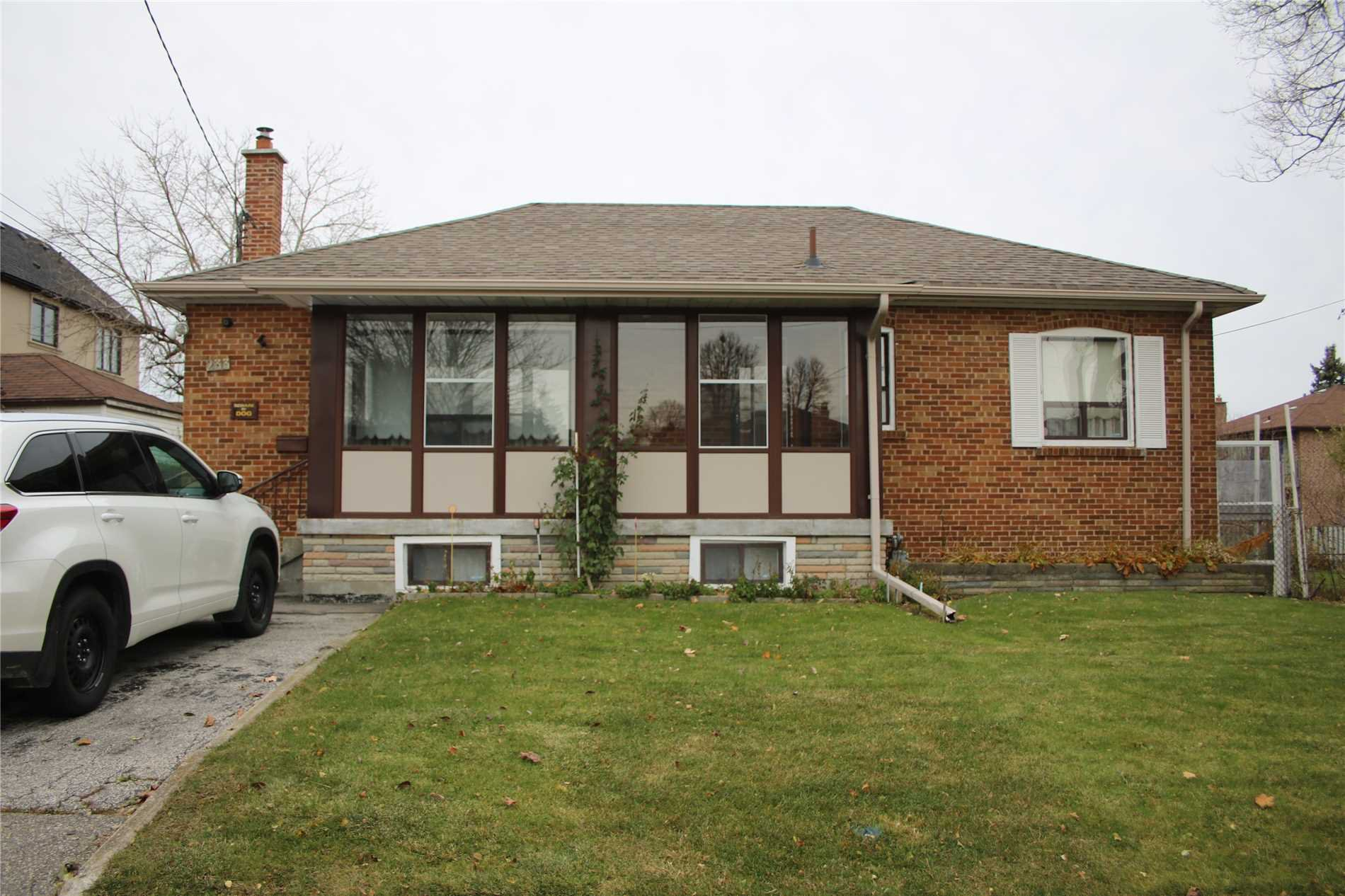 Main Photo: 233 Falstaff Avenue in Toronto: Maple Leaf House (Bungalow) for lease (Toronto W04)  : MLS®# W4304074