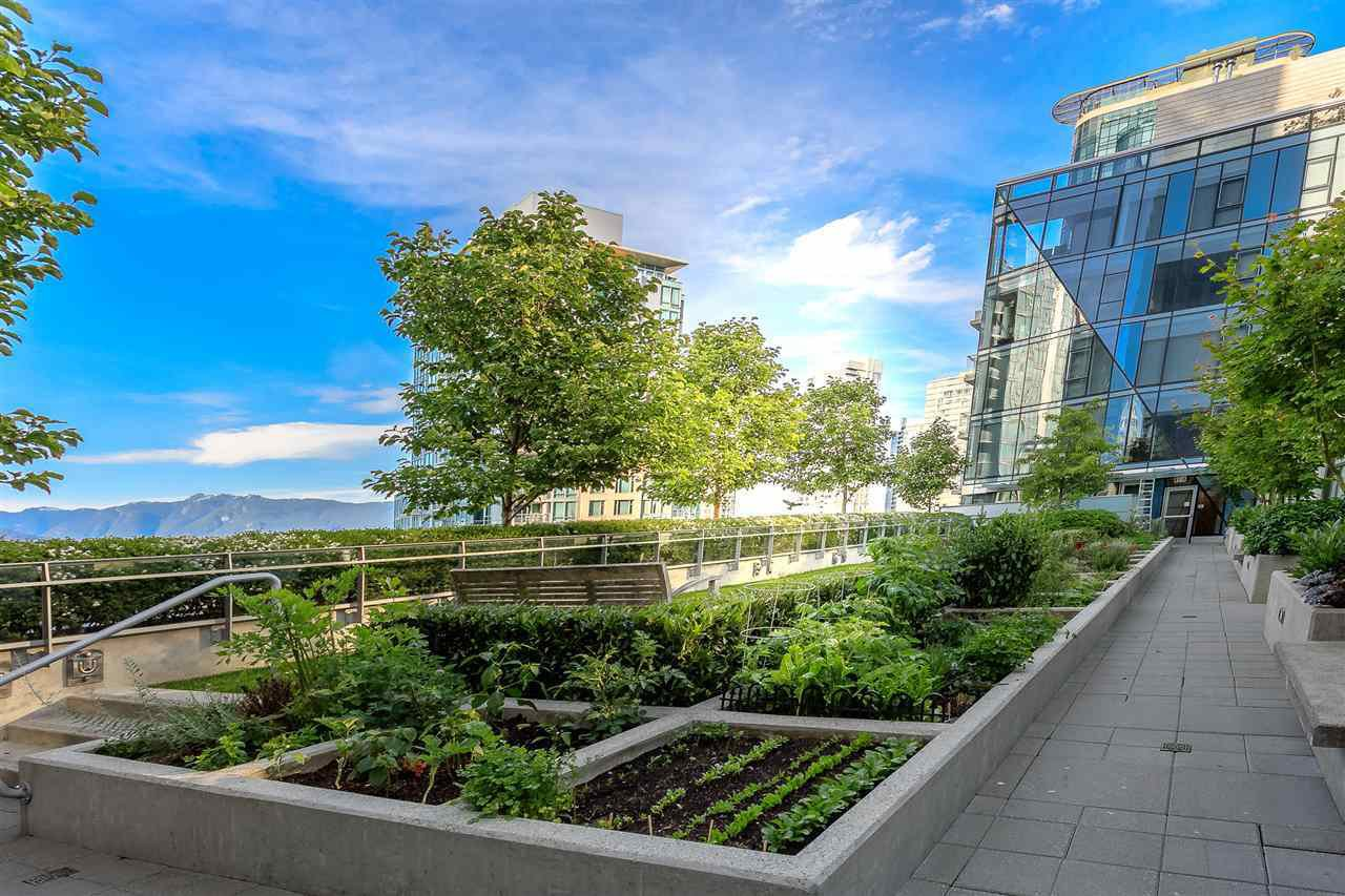 "Main Photo: 403 1477 W PENDER Street in Vancouver: Coal Harbour Condo for sale in ""WEST PENDER PLACE"" (Vancouver West)  : MLS®# R2343087"