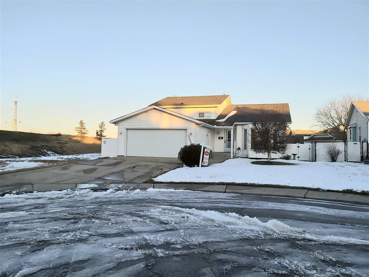 Main Photo: 12447 55 Street NW in Edmonton: Zone 06 House for sale : MLS®# E4160157