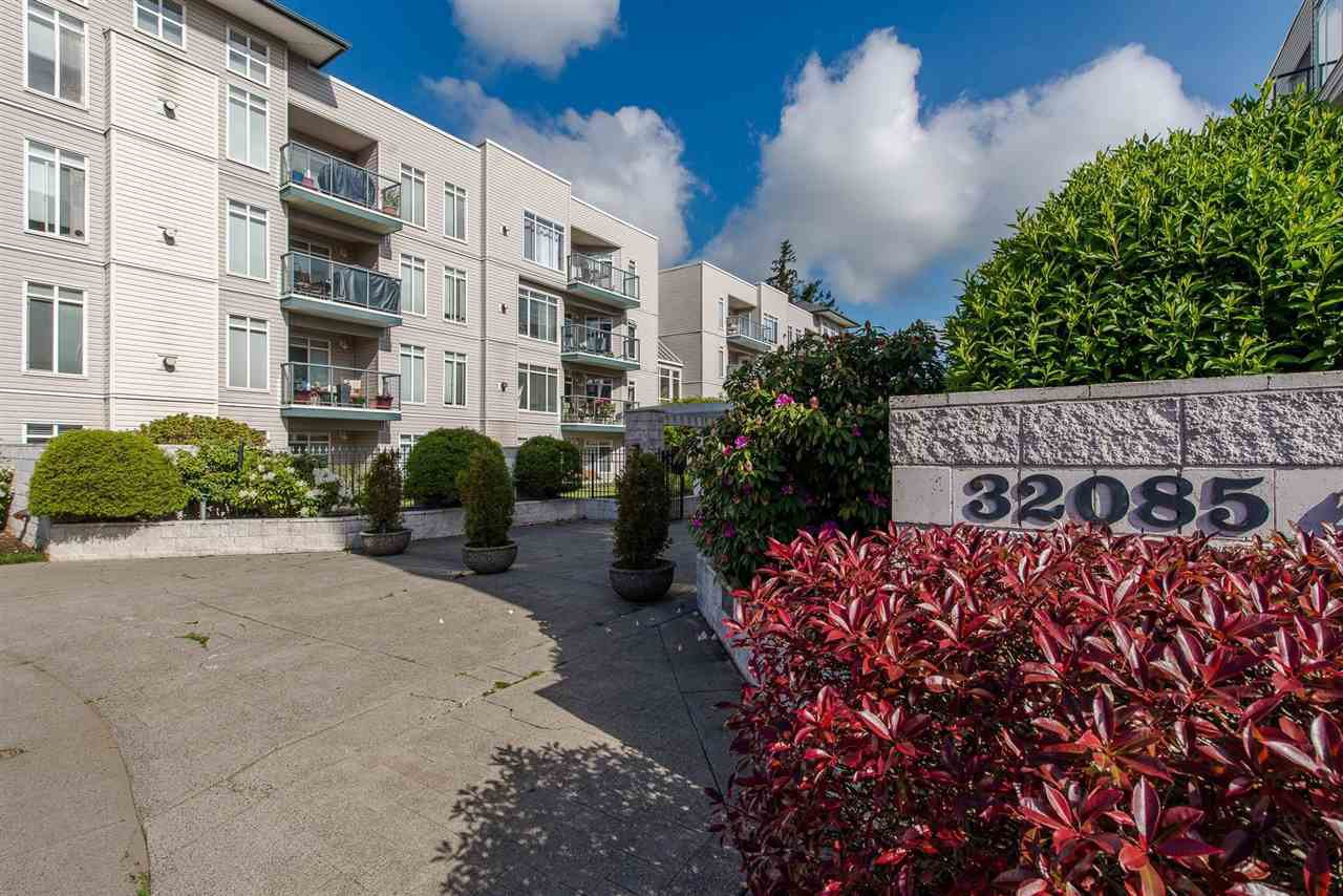 """Photo 3: Photos: 318 32085 GEORGE FERGUSON Way in Abbotsford: Abbotsford West Condo for sale in """"Arbour Court"""" : MLS®# R2376542"""