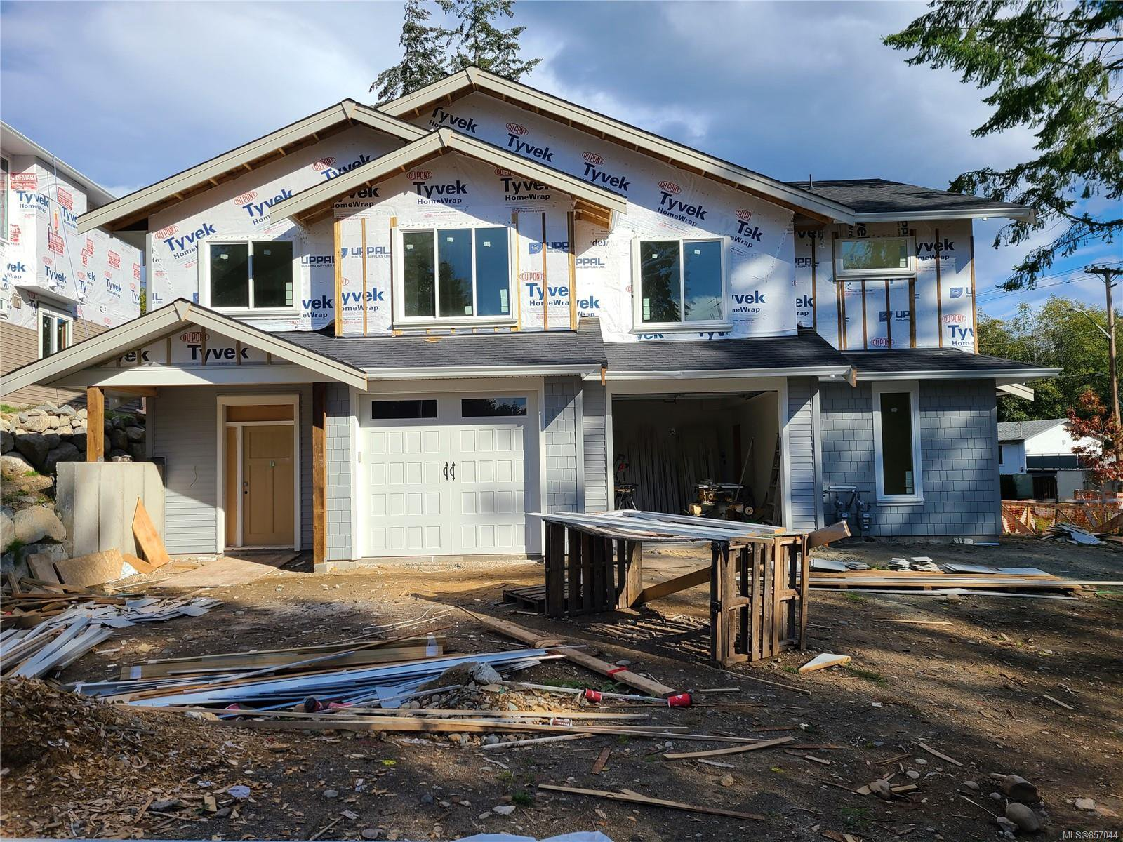 Main Photo: 100 Golden Oaks Cres in : Na North Nanaimo Half Duplex for sale (Nanaimo)  : MLS®# 857044