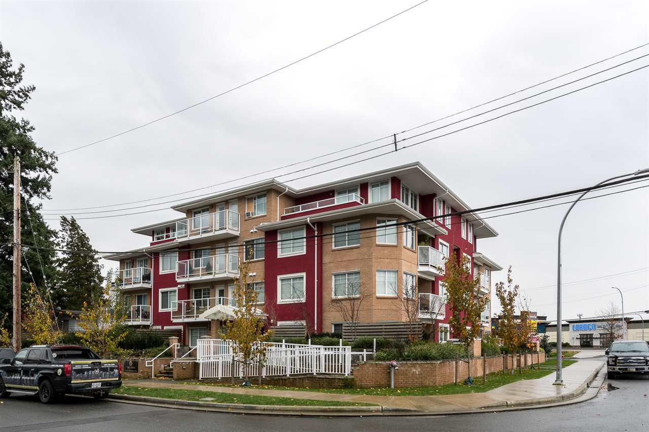 Main Photo: 204 1990 WESTMINSTER AVENUE in Port Coquitlam: Glenwood PQ Condo for sale : MLS®# R2520164