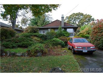 Main Photo: 2528 Forbes Street in VICTORIA: Vi Oaklands Single Family Detached for sale (Victoria)  : MLS®# 300854
