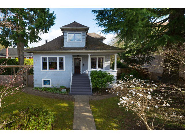 "Main Photo: 208 FIFTH Avenue in New Westminster: Queens Park House for sale in ""QUEENS PARK"" : MLS®# V1058170"