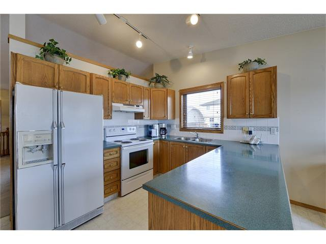 Photo 5: Photos: 834 COVENTRY Drive NE in Calgary: Coventry Hills House for sale : MLS®# C4054976