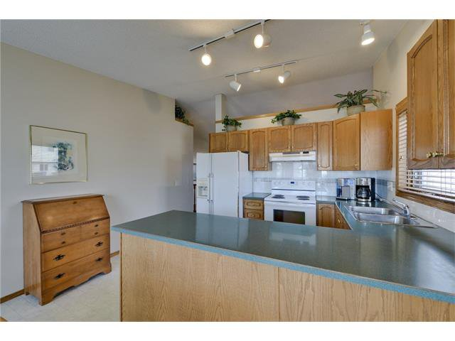Photo 7: Photos: 834 COVENTRY Drive NE in Calgary: Coventry Hills House for sale : MLS®# C4054976
