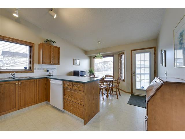 Photo 6: Photos: 834 COVENTRY Drive NE in Calgary: Coventry Hills House for sale : MLS®# C4054976