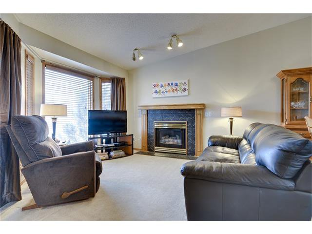 Photo 3: Photos: 834 COVENTRY Drive NE in Calgary: Coventry Hills House for sale : MLS®# C4054976