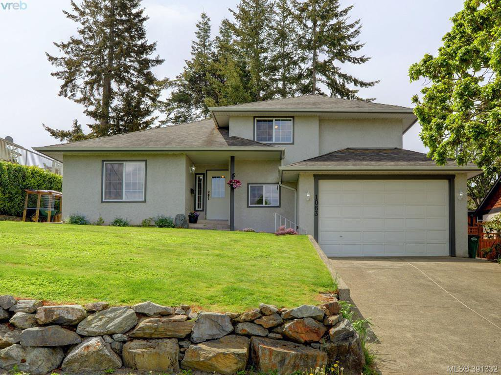 Main Photo: 1063 Hyacinth Ave in VICTORIA: SW Strawberry Vale House for sale (Saanich West)  : MLS®# 786596