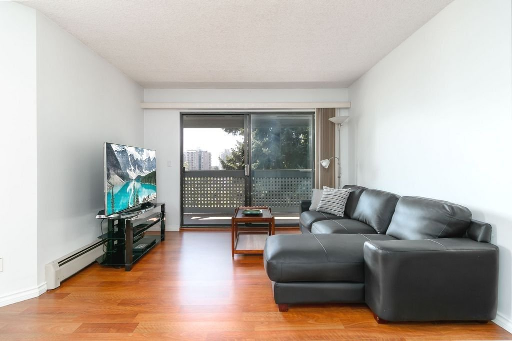Photo 2: Photos: 304 109 TENTH Street in New Westminster: Uptown NW Condo for sale : MLS®# R2296434