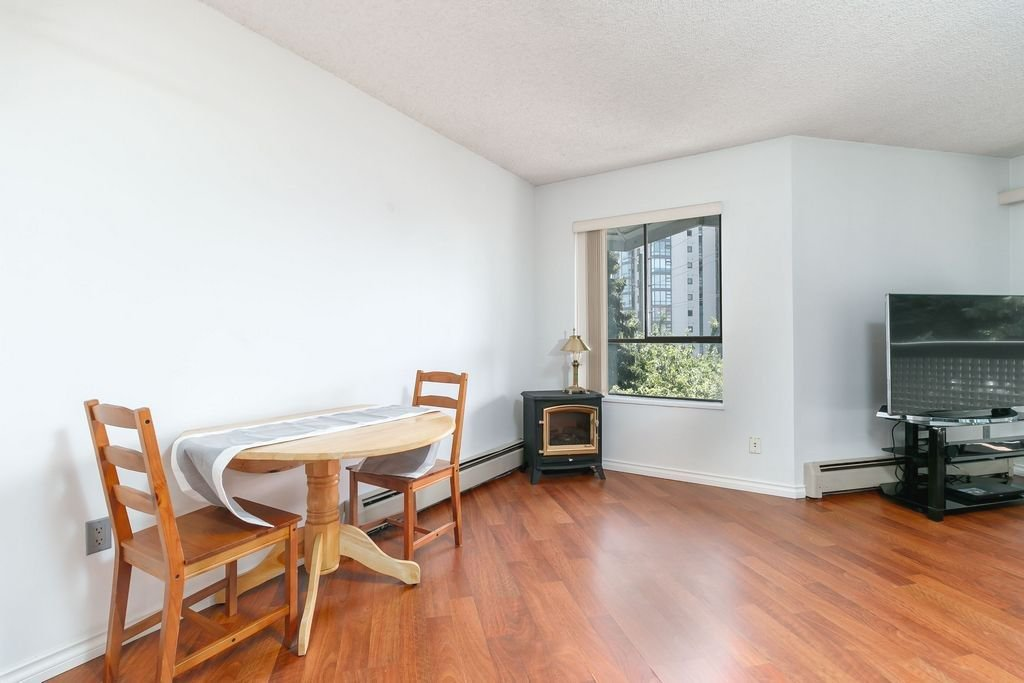 Photo 4: Photos: 304 109 TENTH Street in New Westminster: Uptown NW Condo for sale : MLS®# R2296434