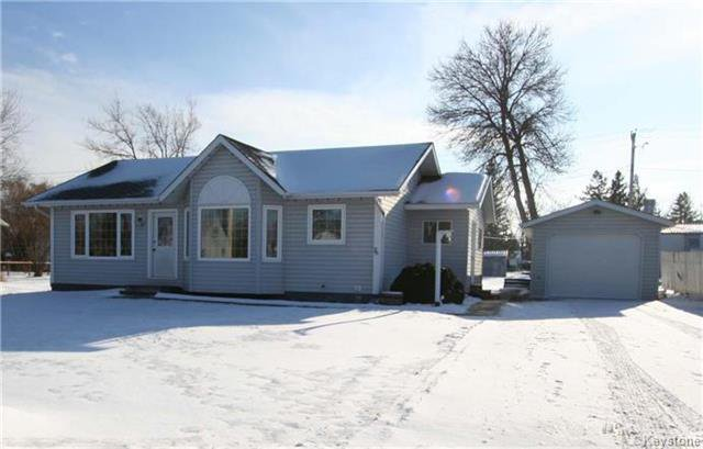 Main Photo: 76 Minnewawa Street: Lac Du Bonnet Residential for sale (R28)  : MLS®# 1902929