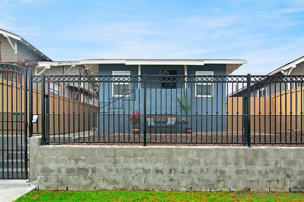Main Photo: LOGAN HEIGHTS House for sale : 3 bedrooms : 2071 FRANKLIN AVE in San Diego