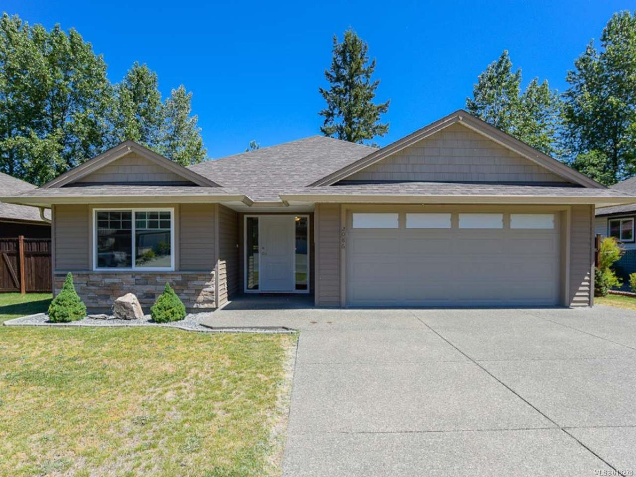 Main Photo: 2086 Lambert Dr in COURTENAY: CV Courtenay City House for sale (Comox Valley)  : MLS®# 813278