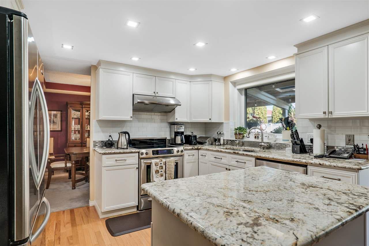 Main Photo: 7108 156 Avenue in Edmonton: Zone 28 House for sale : MLS®# E4158157