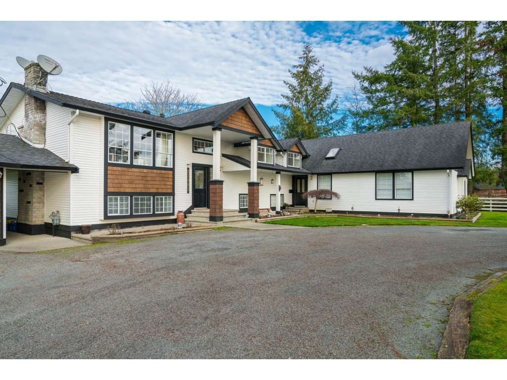 Main Photo: 21985 61 Avenue in Langley: Salmon River House for sale : MLS®# R2386569