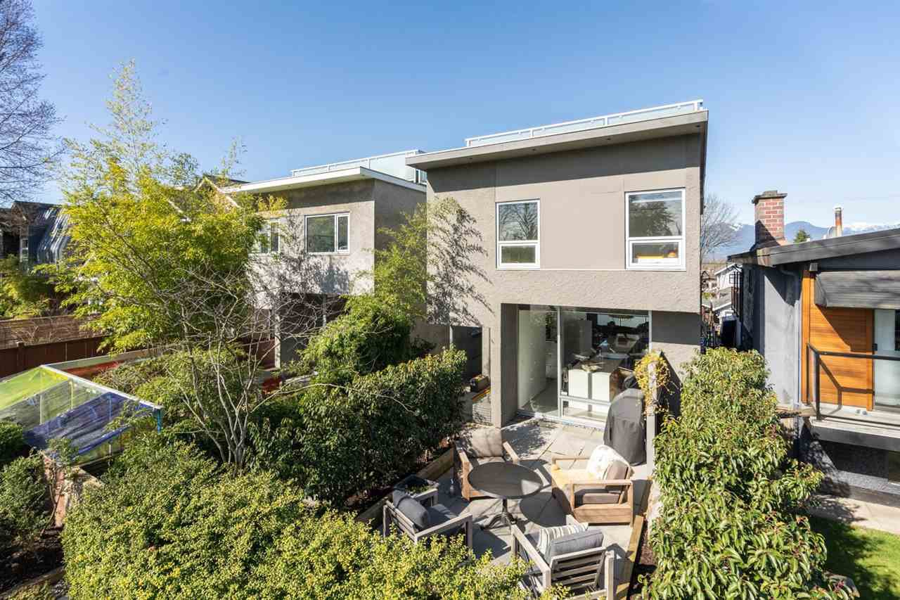 Main Photo: 535 E 31ST Avenue in Vancouver: Fraser VE House for sale (Vancouver East)  : MLS®# R2446488