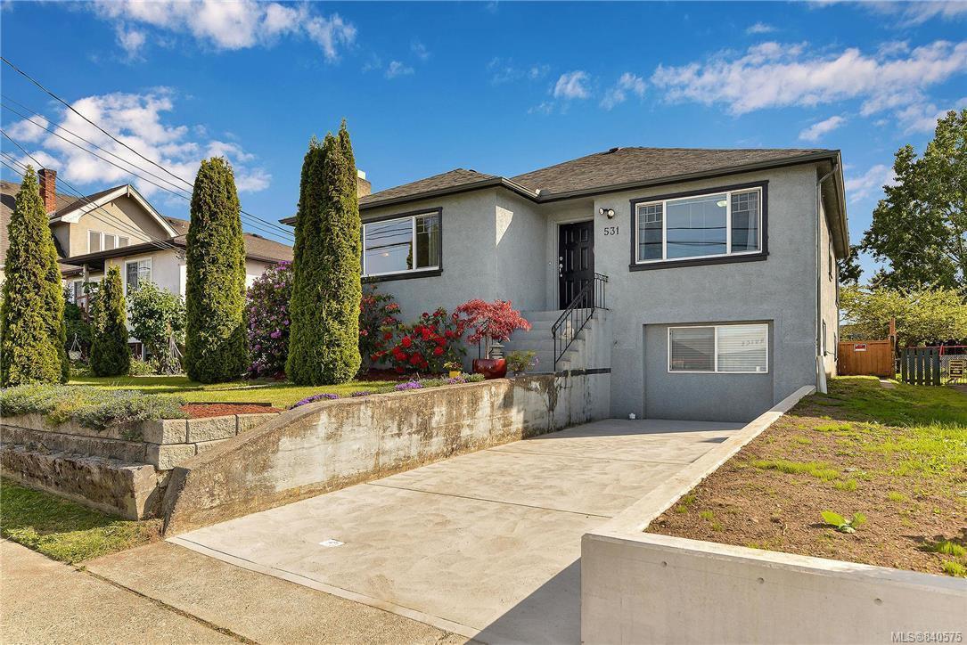 Main Photo: 531 E Burnside Rd in Victoria: Vi Burnside Single Family Detached for sale : MLS®# 840575