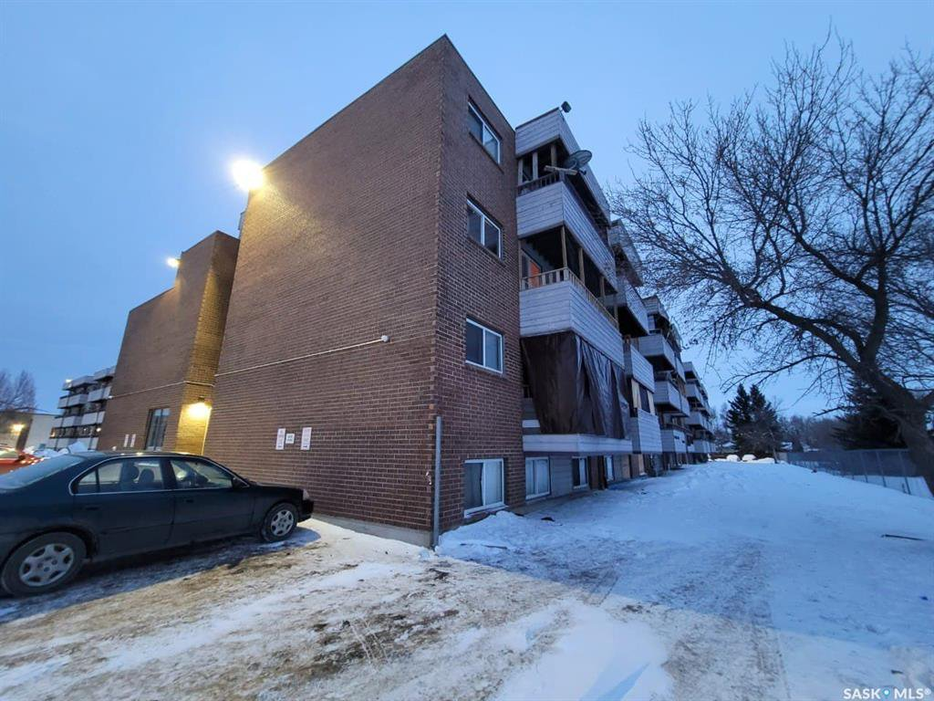 Main Photo: 402 529 X Avenue South in Saskatoon: Meadowgreen Residential for sale : MLS®# SK837743