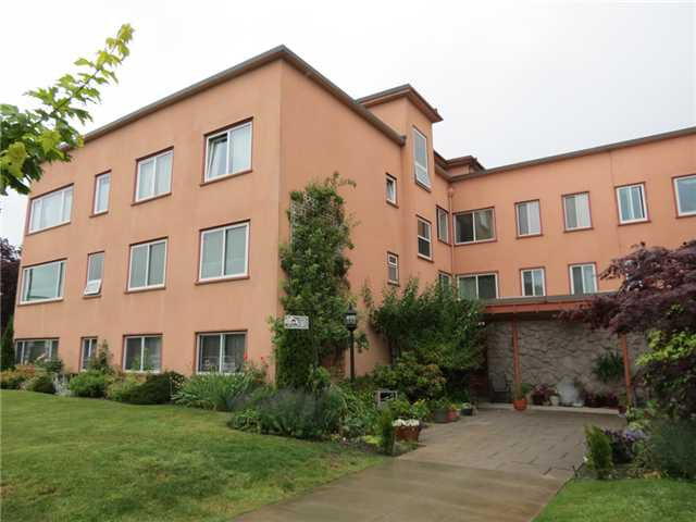 """Main Photo: 305 3530 CAMBIE Street in Vancouver: Cambie Condo for sale in """"BROCKVILLE MANOR"""" (Vancouver West)  : MLS®# V1070929"""