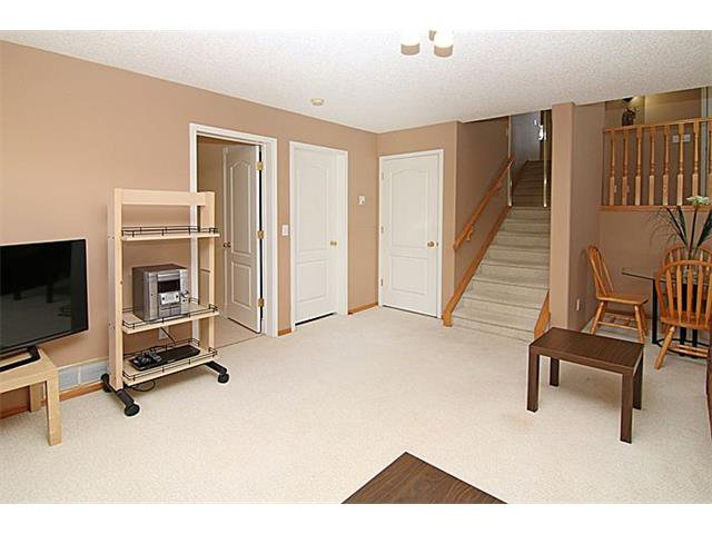 Photo 18: Photos: 142 SHAWBROOKE Green SW in Calgary: Shawnessy House for sale : MLS®# C4019176