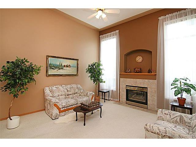 Photo 3: Photos: 142 SHAWBROOKE Green SW in Calgary: Shawnessy House for sale : MLS®# C4019176