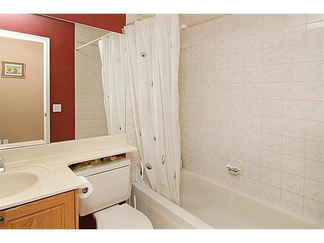 Photo 13: Photos: 142 SHAWBROOKE Green SW in Calgary: Shawnessy House for sale : MLS®# C4019176