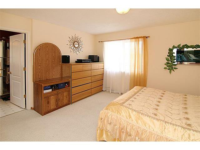 Photo 12: Photos: 142 SHAWBROOKE Green SW in Calgary: Shawnessy House for sale : MLS®# C4019176