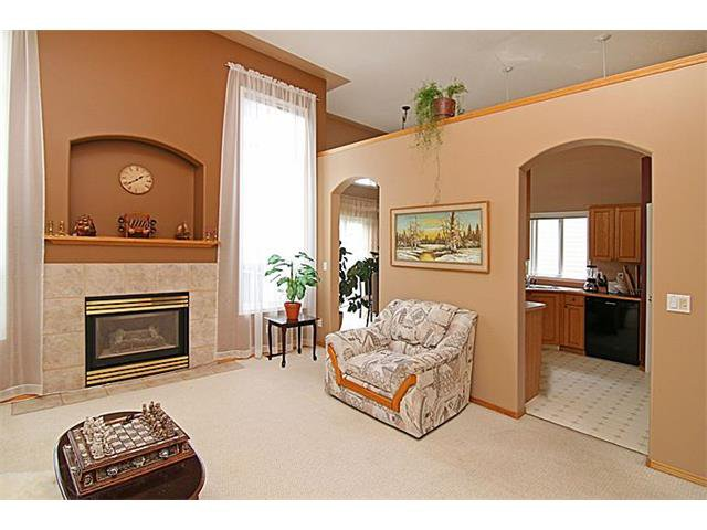 Photo 4: Photos: 142 SHAWBROOKE Green SW in Calgary: Shawnessy House for sale : MLS®# C4019176