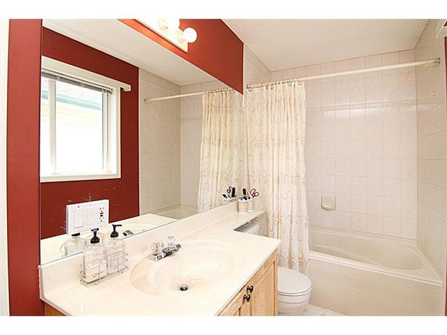 Photo 14: Photos: 142 SHAWBROOKE Green SW in Calgary: Shawnessy House for sale : MLS®# C4019176