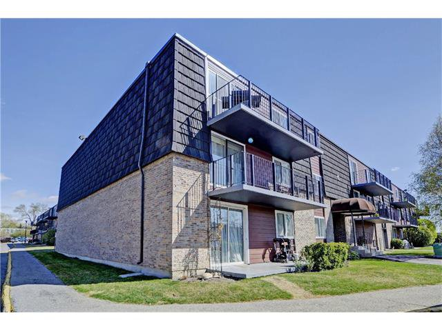 Main Photo: 21C 80 GALBRAITH Drive SW in Calgary: Glamorgan Condo for sale : MLS®# C4061814