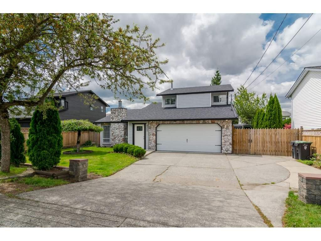 "Main Photo: 9569 213 Street in Langley: Walnut Grove House for sale in ""Walnut Grove"" : MLS®# R2171034"