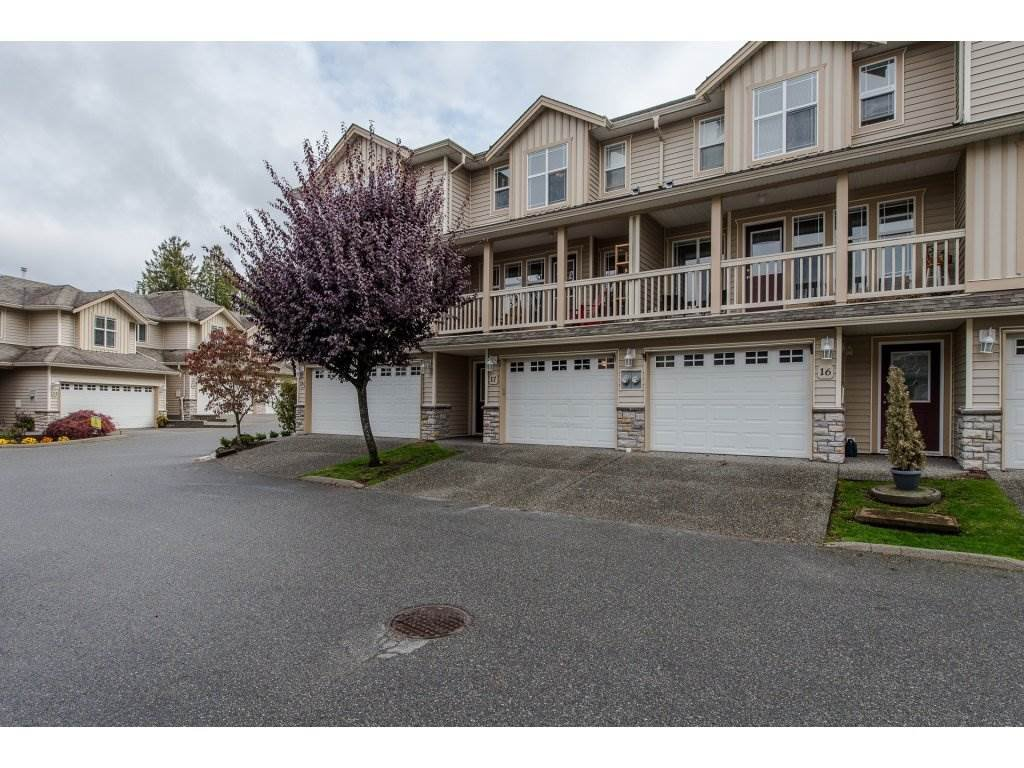"""Main Photo: 17 46906 RUSSELL Road in Sardis: Promontory Townhouse for sale in """"RUSSELL HEIGHTS"""" : MLS®# R2214224"""