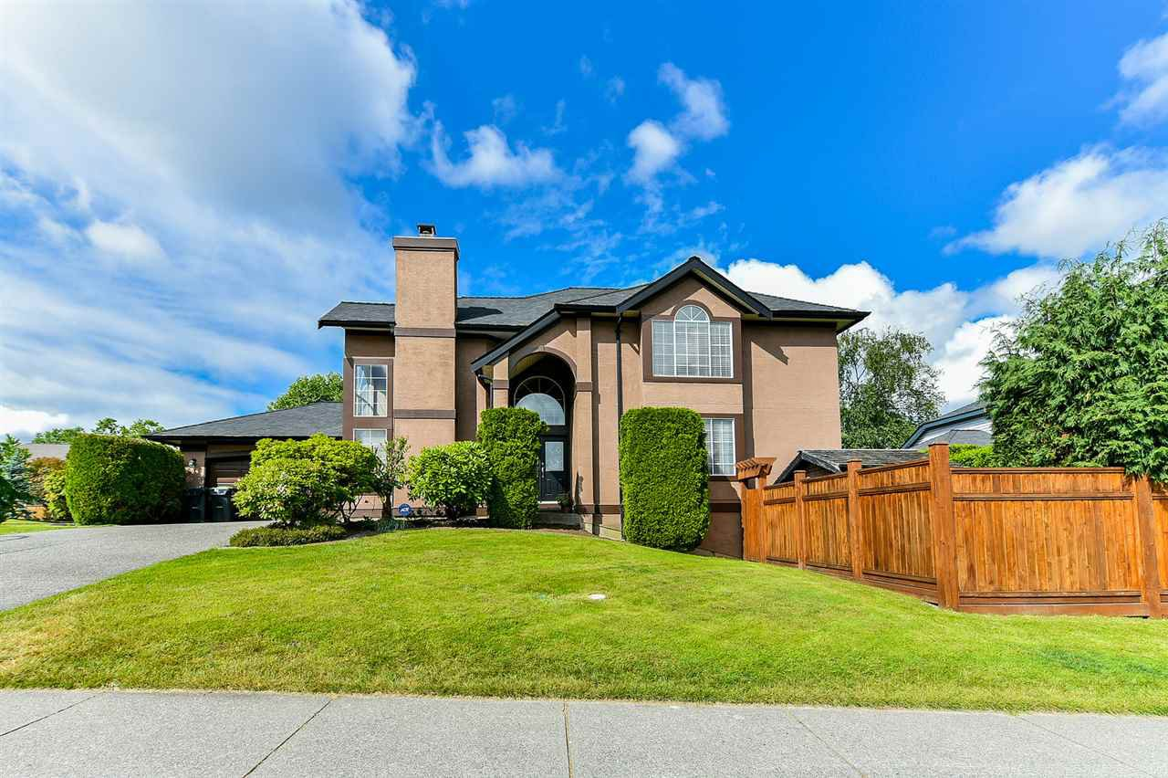 "Main Photo: 21568 86A Crescent in Langley: Walnut Grove House for sale in ""Forest Hills"" : MLS®# R2276258"