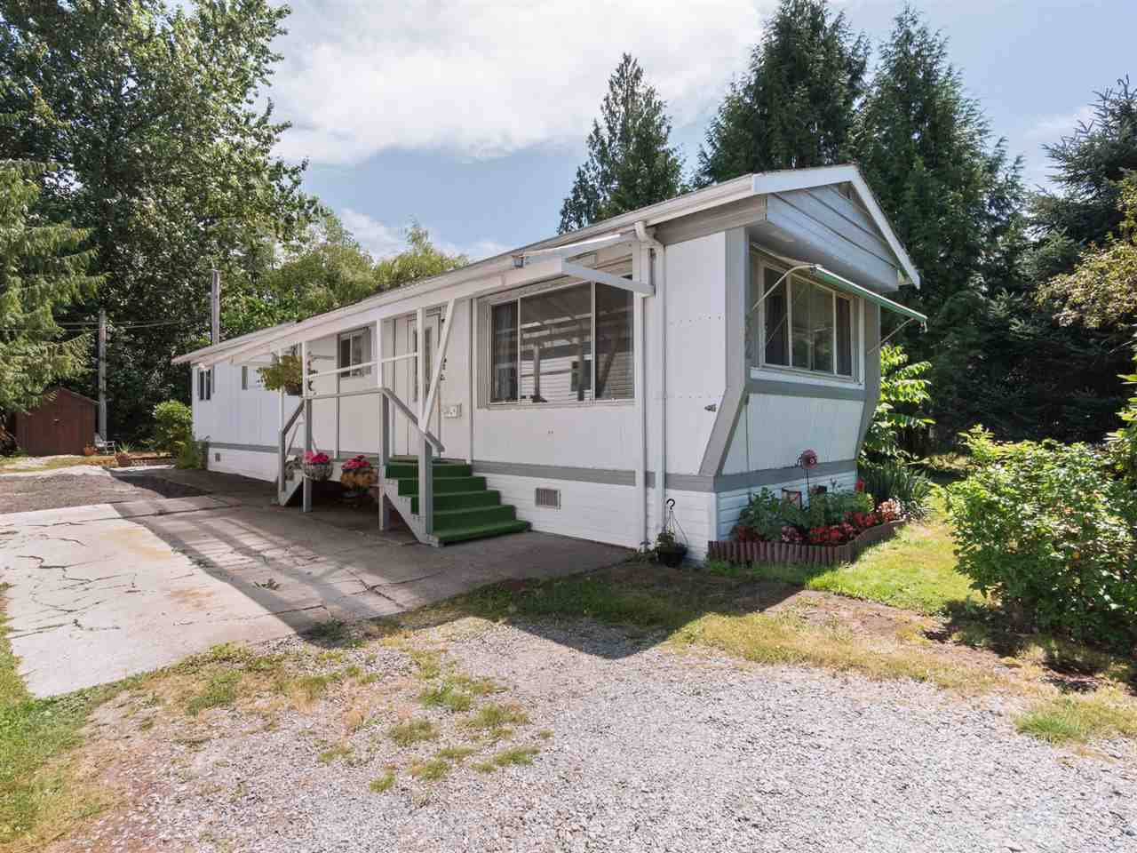 "Photo 1: Photos: 32 12868 229 Street in Maple Ridge: East Central Manufactured Home for sale in ""Alouette Retirement Village"" : MLS®# R2294039"