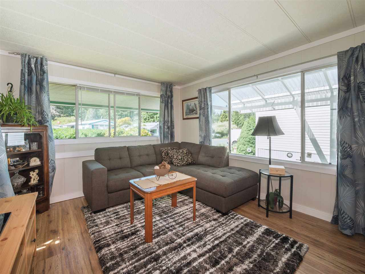 "Photo 3: Photos: 32 12868 229 Street in Maple Ridge: East Central Manufactured Home for sale in ""Alouette Retirement Village"" : MLS®# R2294039"
